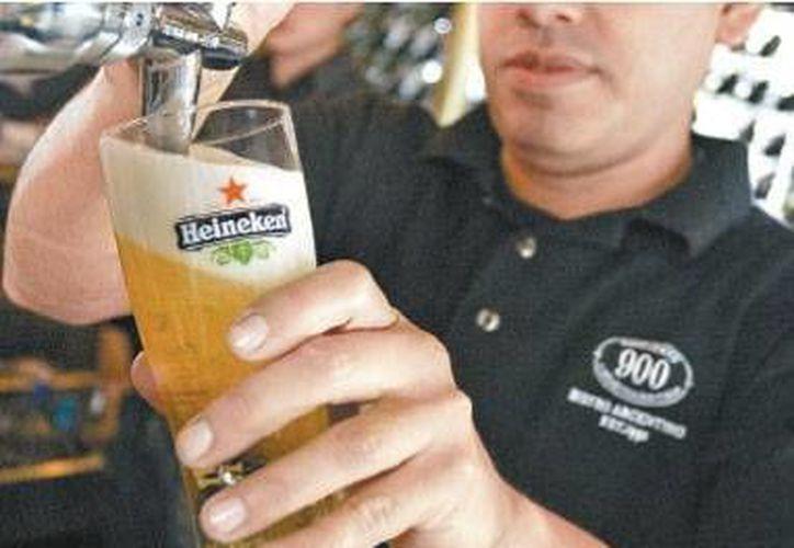 La firma Heineken, propietario de la empresa Cuauhtémoc Moctezuma, invertirá en productos que no son cerveza. (Milenio)