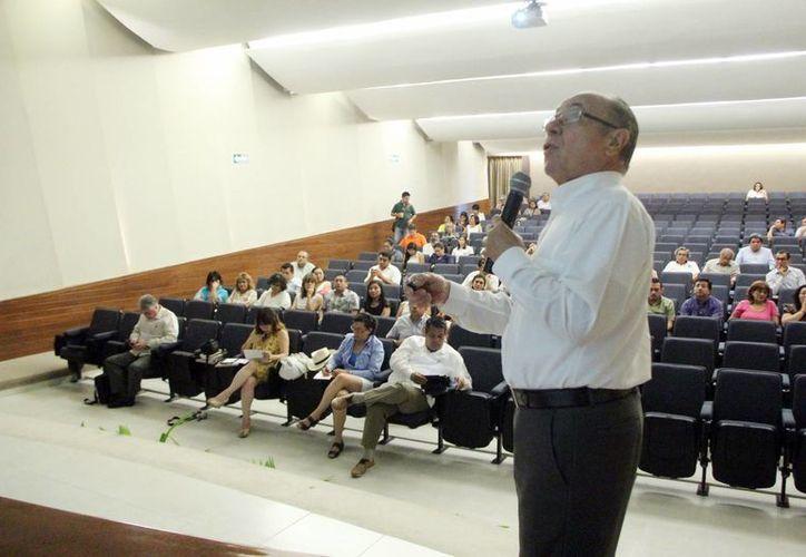 """Víctor Martín Fiorino, consultor de la Unesco  impartió la conferencia """"Marco para la construcción de RSU: antecedentes valiosos, resultados efectivos, posibilidades de desarrollo en cada país"""". (Milenio Novedades)"""