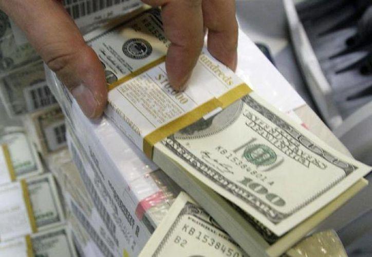 La subasta diaria de dólares empezó el 11 de marzo y terminaría el 9 de junio. (Archivo/AP)
