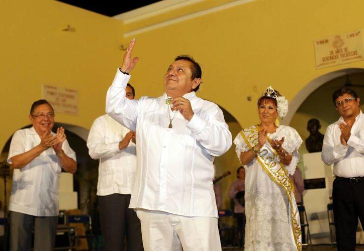 En el marco de la entrega de la medalla Chan Cil a Tony Espinosa, la Serenata de Santa Lucía ofreció un programa especial. (SIPSE)