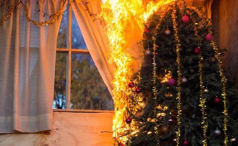 El incendio se originó por un cortocircuito en el árbol de Navidad de la vivienda. (Foto de contexto)