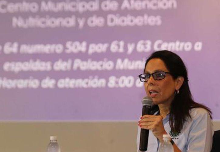 Gabriela González Prieto, directora del DIF Municipal de Mérida, expone el proyecto del Centro de Atención Nutricional y Diabetes. (Cortesía)