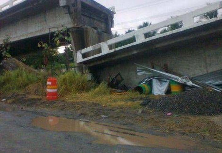 El puente Cuajilote se desplomó luego del sismo que se registró este jueves al mediodía. (Milenio)