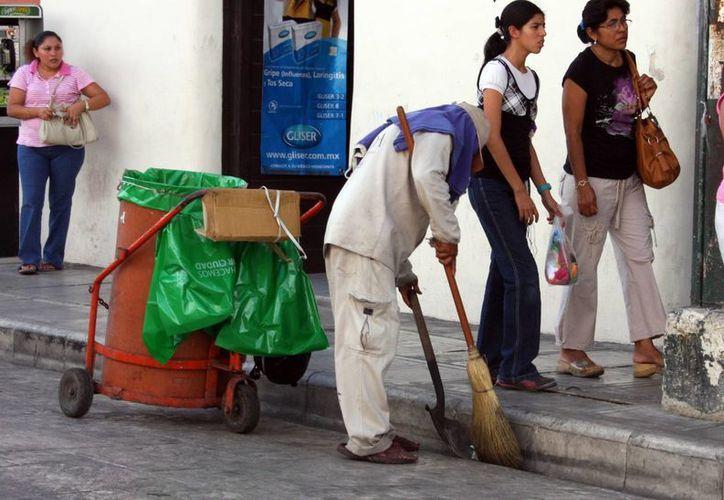 Los pagos a pensionados y jubilados del Sindicato de Trabajadores de Mérida están a salvo en la actualidad, pero a partir de 2016 podría haber problemas. (SIPSE)