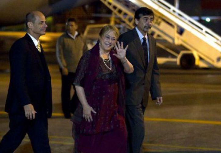 Este domingo, Michelle Bachelet, presidenta de Chile, inició su visita oficial a Cuba. (Contexto/Internet)