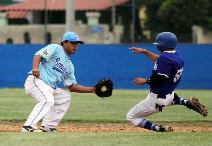 Vistosas jugadas se observaron en el duelo entre Cordemex y Morelos. (SIPSE)