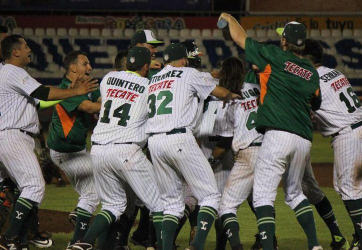 El la undécima entrada, Leones anotó la carrera que le dio el triunfo sobre Guerreros de Oaxaca, anoche en el estadio Kukulcán. (Facebook/Leones de Yucatán oficial)