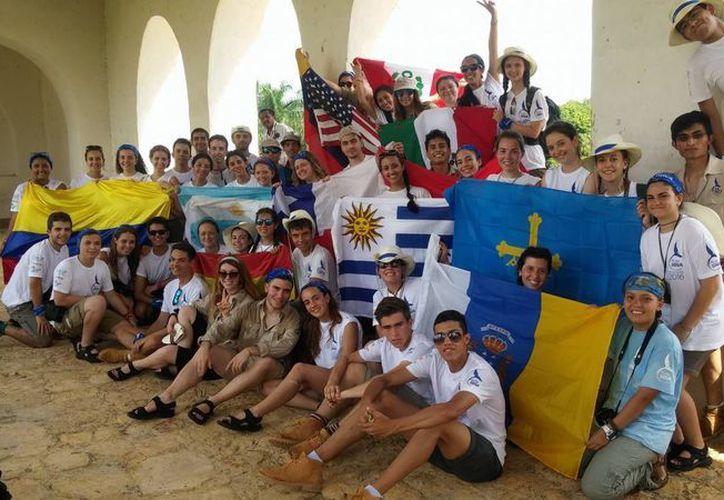 Jóvenes de diversos países realizan una expedición por la selva de Yucatán. (Milenio Novedades)