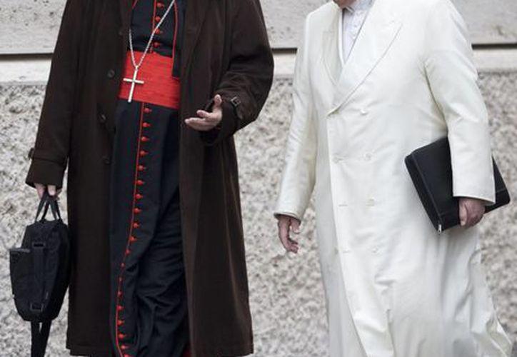 El Papa Francisco junto al cardenal Sean Patrick O'Malley de Boston, director de la comisión que asesora al Vaticano sobre casos de curas que abusaron de menores. (Agencias)