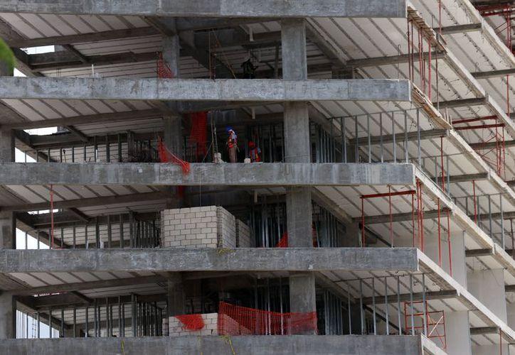 En distintos puntos de la ciudad se edifican hoteles. Al menos ocho se concluirán este año.  (Daniel Sandoval)
