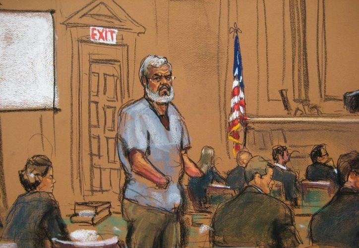 Dibujo del pasado 14 de abril de 2014, que muestra a Abu Hamza (c), durante la selección del jurado en la Corte Federal de Nueva York. (EFE/Archivo)
