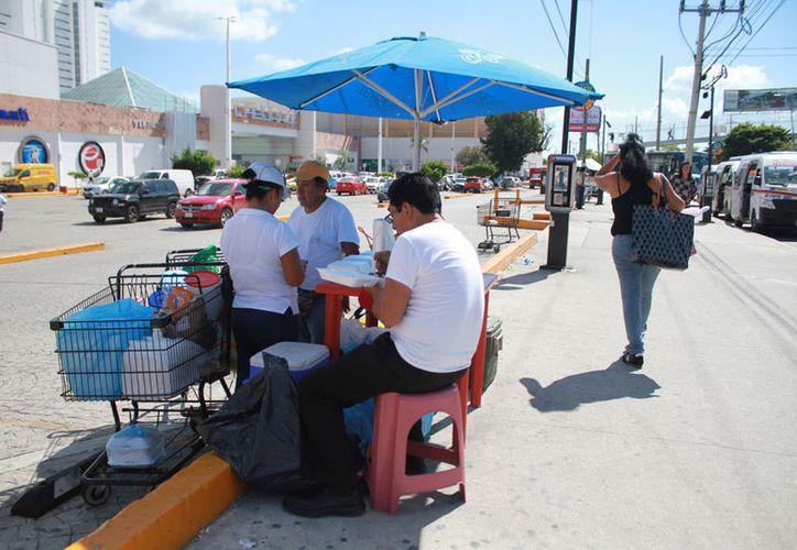 El gobierno municipal recorrerá varias zonas de la ciudad para conocer la cifra real de comerciantes. (Sergio Orozco/SIPSE)