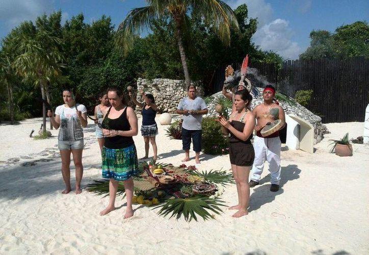 El evento se llevo a cabo de manera simultanéa en diferentes hoteles del mundo. (Israel Leal/SIPSE)