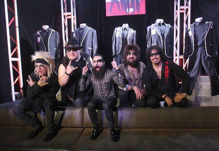 La banda mexicana develó los artículos en el Hard Rock de la Riviera Maya. (Redacción/SIPSE)