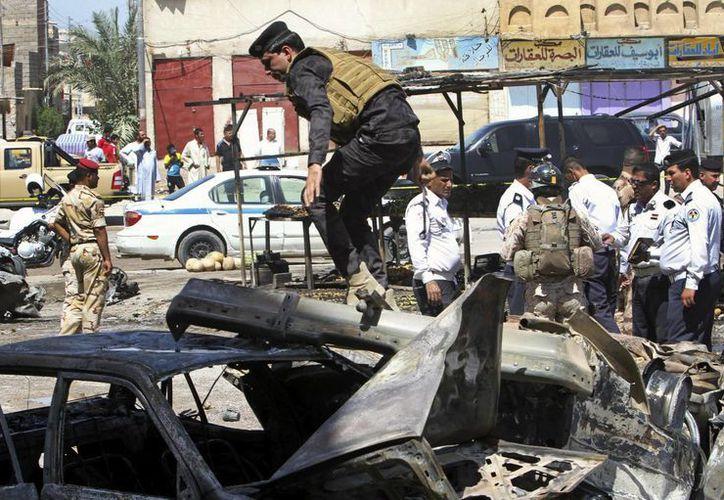 Otro coche bomba detonó contra una patrulla de la policía. (Agencias)