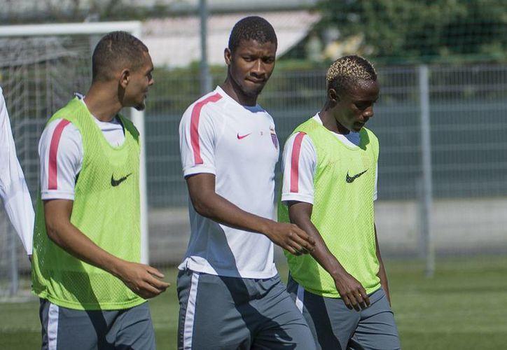Almamy Toure (c) abrió el marcador a favor de Mónaco contra Stade Rennais y le siguieron Wallace dos Santos  y Anthony Martial. (asm-fc.com/Foto de archivo)