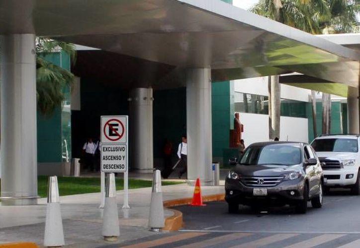 El aumento de taxis de ADO en el Aeropuerto Internacional de Mérida será decisión de Asur. (SIPSE)