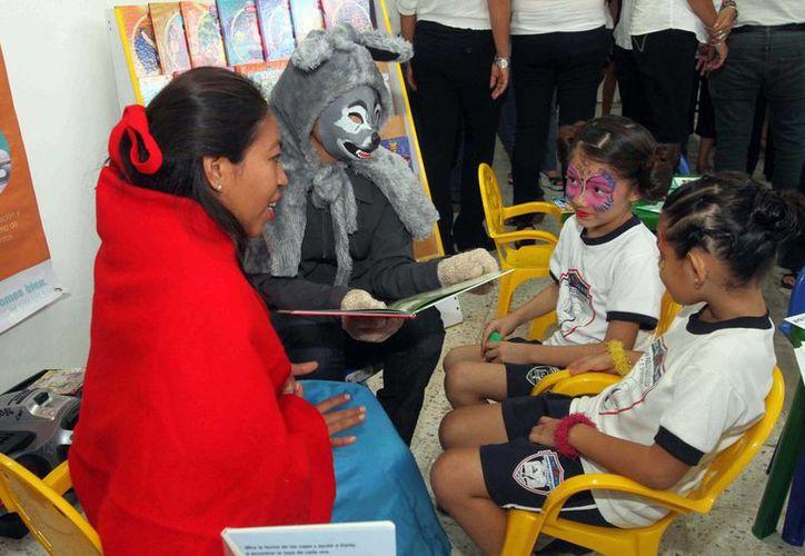 Niños disfrutan de las actividades del programa 'Cuenta cuentos' en la Feria de X'matkuil. (Cortesía)