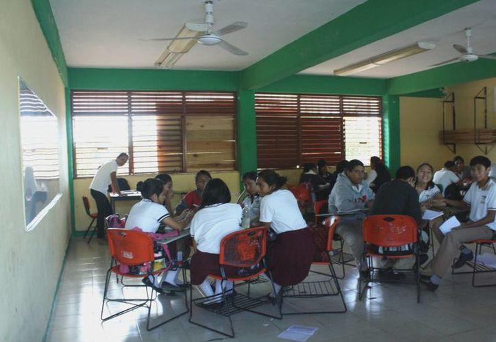 Exhortan a los docentes a que se dediquen a impartir sus clases. (Alida Martínez/SIPSE)