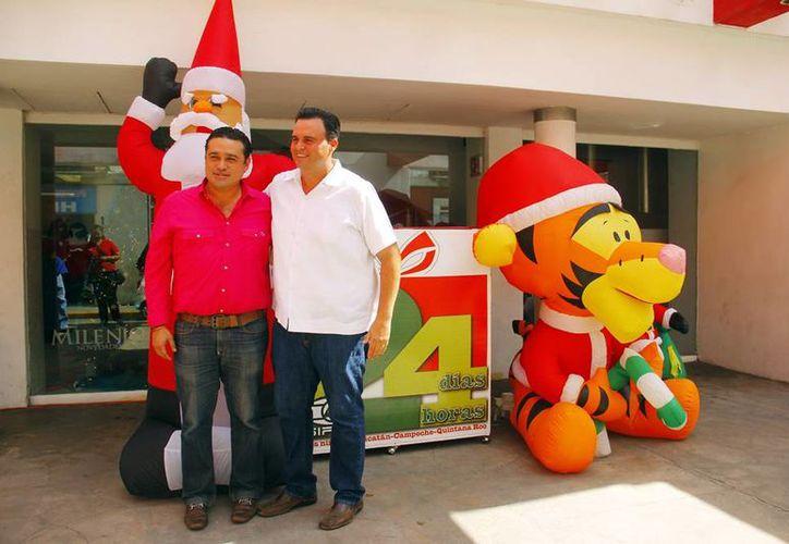 César Sosa Herrera y Álvaro Mimenza Aguiar como representantes de la Canirac, dieron muestra de su generosidad al 24x24. (Milenio Novedades)