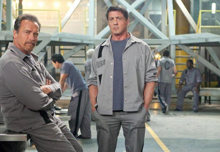 Sylvester Stallone, quien cumple 70 años, aparece en esta escena del filme Plan de Escape, donde trabaja al lado de Arnold Schwarzenegger.  (tierradecinefagos.com)
