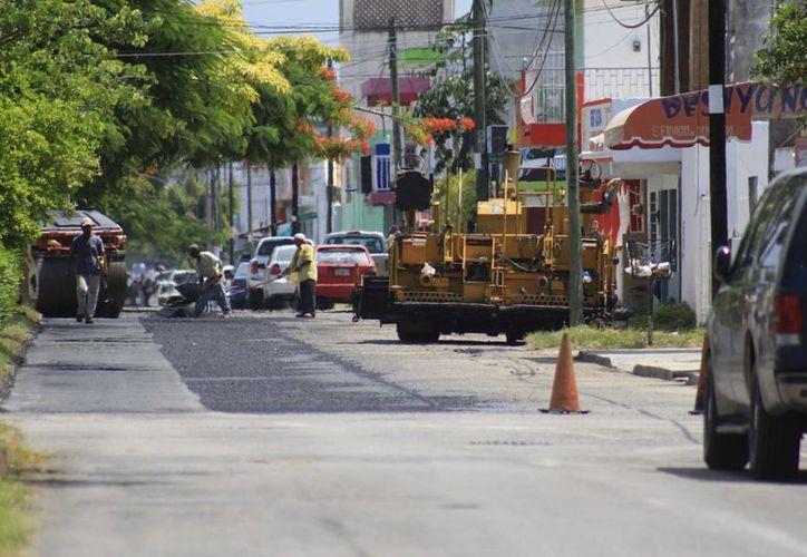 El objetivo es mejorar la imagen urbana de la capital del Estado y pavimentar las calles. (Harold Alcocer/SIPSE)