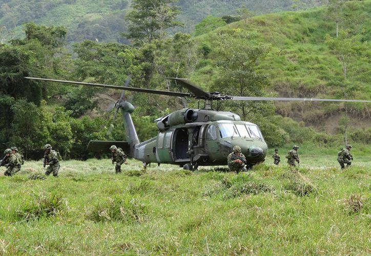 Un helicóptero del Ejército se estrelló en tierras del corregimiento de Machuca en Colombia. (Reuters)