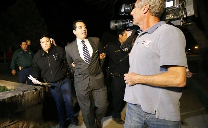 Ricardo Lopez fue acusado por incitar un disturbio durante una reunión municipal. (AP)