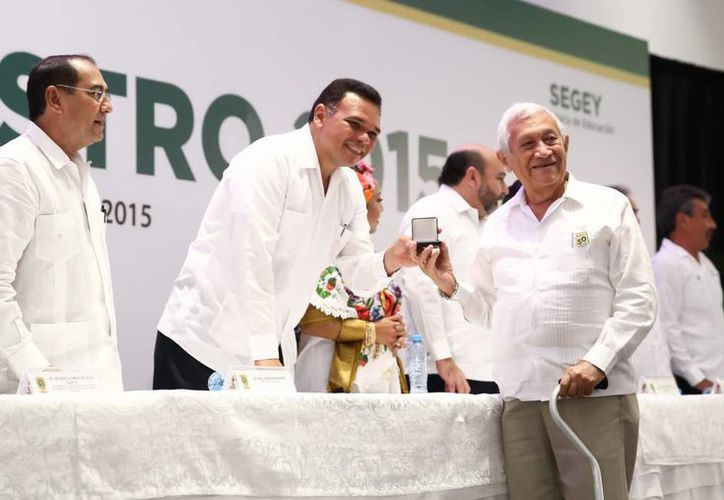 Todos los maestros galardonados constituyen claros ejemplos de compromiso y constancia a favor de la educación, declaró el gobernador Rolando Zapata. (Cortesía)