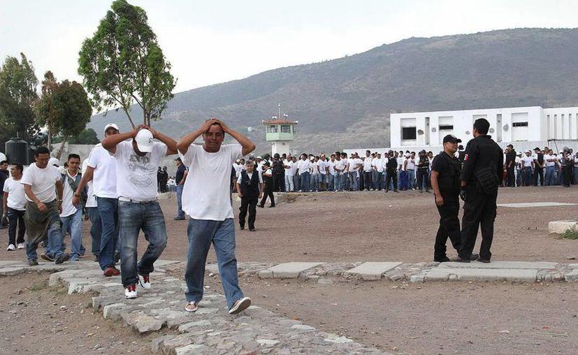 Tras el motín y los crímenes en el penal, tres reos confesaron ser responsables de los delitos. (Notimex/Foto de contexto)