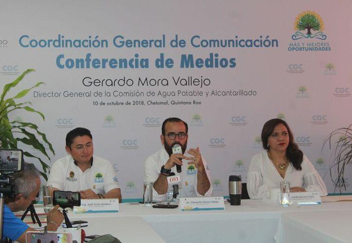 Francisco Mora, director de la Comisión, explicó varios de los trabajos realizados en los municipios quintanarroenses. (Ángel Castilla/SIPSE)