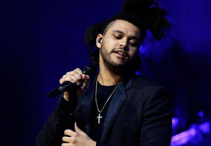 The Weeknd se encuentra nominado en las categorías de Artista del Año, Artista Masculino del Año y la Mejor Canción. (AP)