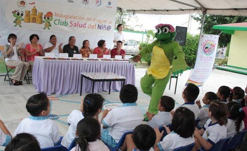 Autoridades, maestros, padres de familia y alumnos en la inauguración del programa. (Cortesía/SIPSE)