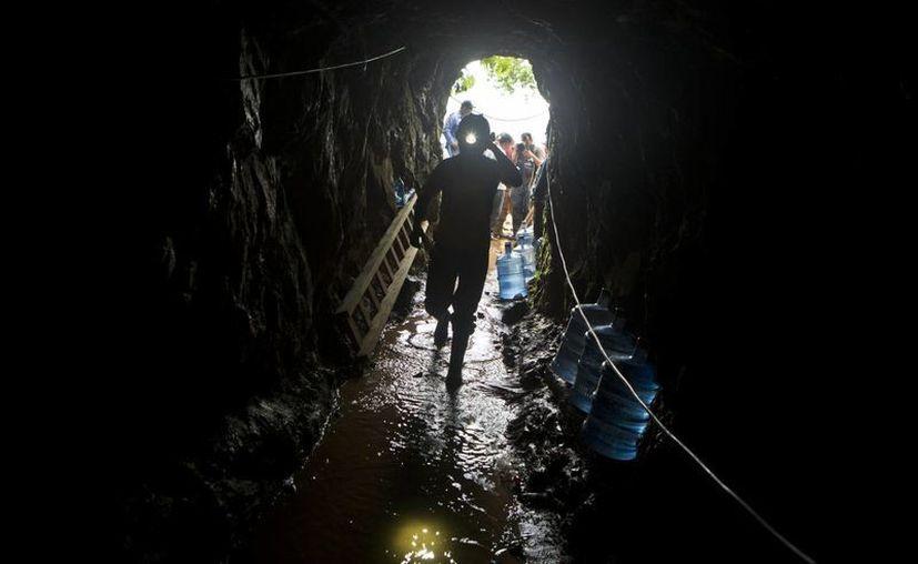 Se cree que los mineros atrapados en la mina El Comal se encuentran a unos 50 metros de profundidad. (AP)