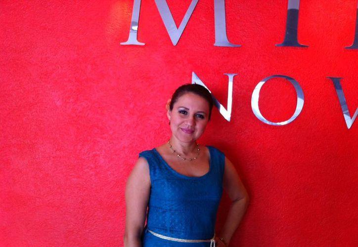 La intérprete yucateca Emma Alcocer ofrecerá un amplio repertorio de boleros mañana en el teatro Fantasio. (Milenio Novedades)