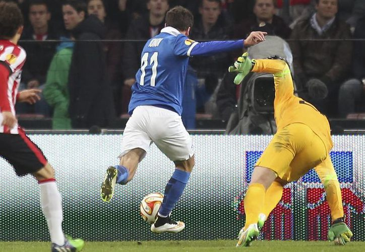 Momento en que Aleksey Ionov 'jala del gatillo' al minuto 89 para anotar el único tanto del partido entre CSKA de Moscú y PSV. (Foto: AP)