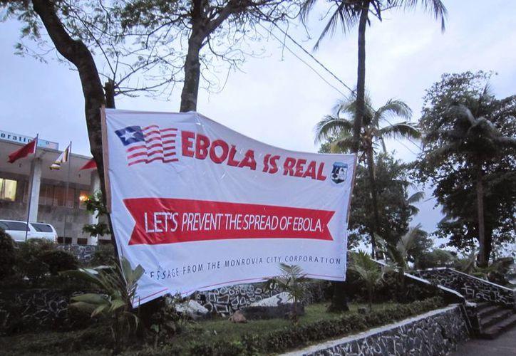La advertencia de EU aplica para viajes a las naciones de Liberia, Guinea y Sierra Leona, donde se han registrado varios muertos por el ébola. (AP)