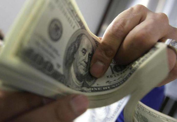El organismo central señaló que en el tercer mes de 2014, la remesa promedio total fue de 303.72 dólares. (Archivo/AP)