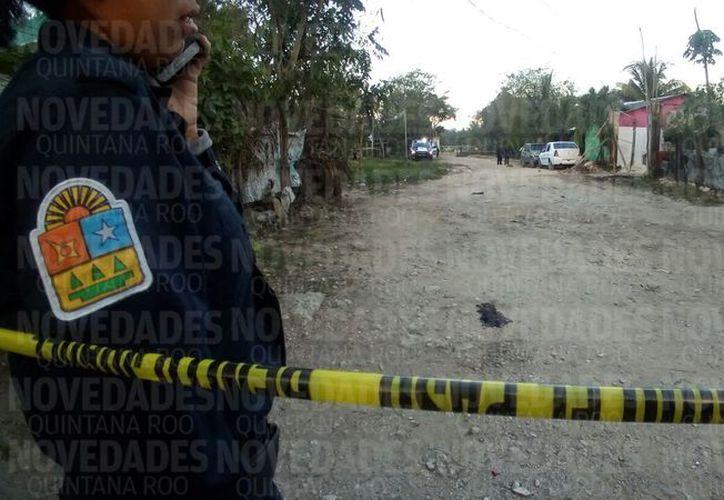 Los vecinos señalaron que el cuerpo estaba calcinado e irreconocible. (Eric Galindo/SIPSE)