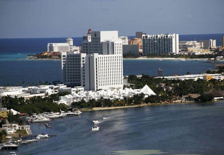 A principios del año pasado las autoridades municipales realizaron la presentación de la campaña, con el objetivo de atraer turismo nacional a Cancún. (Israel Leal/SIPSE)