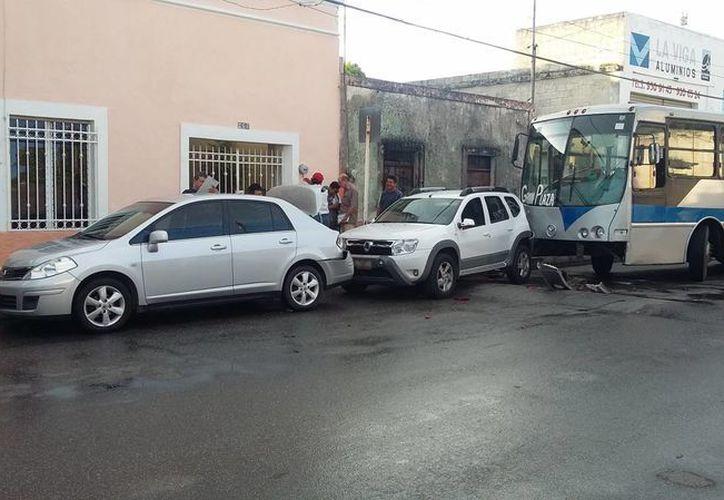 Un choque múltiple en donde se vieron involucrados 5 vehículos sucedió en la calle 50 por 47. (Milenio Novedades)