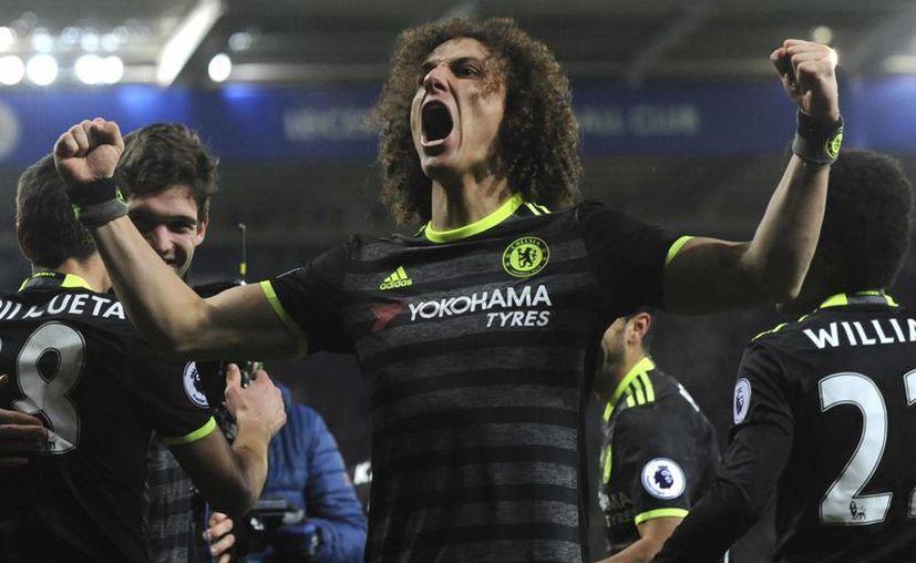 Los españoles Marcos Alonso, en dos ocasiones, y Pedro Rodríguez fueron los autores de los tres goles del triunfo del Chelsea.(Rui Vieira/AP)