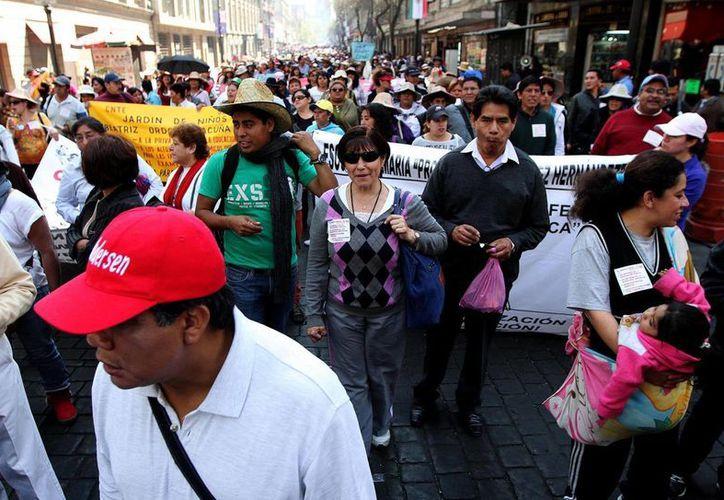 Los profesores representantes de Michoacán, Guerrero, Morelos y de la Ciudad de México salieron de la sede de la SEP. (Archivo Notimex)