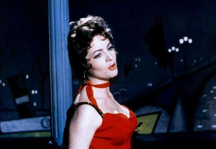 Sara Montiel actuó al lado de las máximas estrellas de la época, como Gary Cooper, Burt Lancaster, Joan Fontaine, Mario Lanza, Vincent Price, Charles Bronson, entre otros. (cineporamoralarte.blogspot.com)