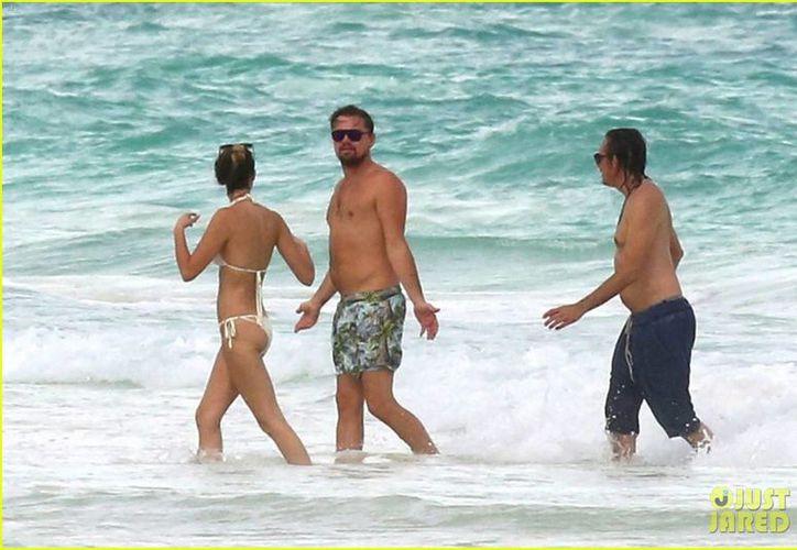 Leo se dejó ver con el también actor Lukas Haas. (Contexto/ Just jared)