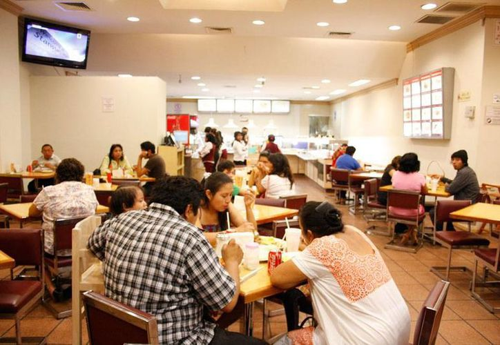 Canirac dice que ha bajado 4 por ciento el número de comensales en los restaurantes del país, debido a la reforma fiscal. (Archivo/Milenio Novedades)
