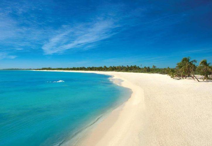 """La producción de """"Tiempos felices"""" se instaló en las playas de Punta Maroma. (Redacción/SIPSE)"""