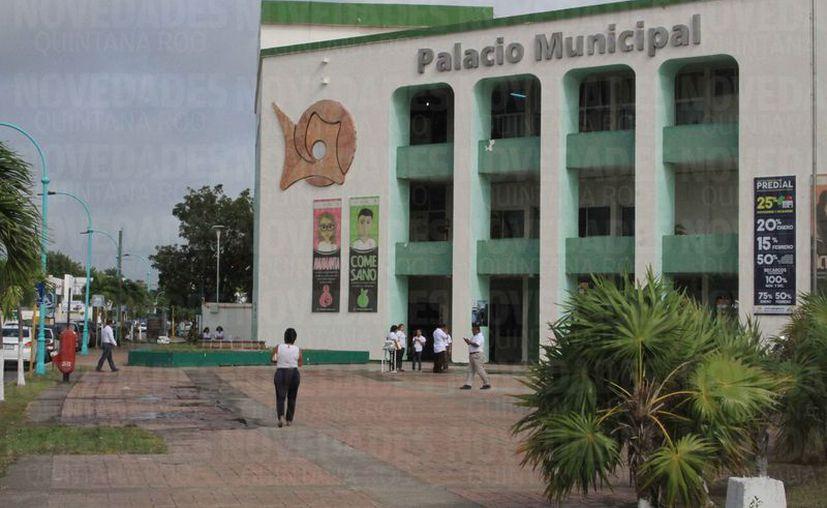 El Ayuntamiento actual presentó dos denuncias más ante la Fiscalía de Quintana Roo, esta vez son contra Eduardo Espinosa Abuxapqui.  (Joel Zamora/SIPSE)