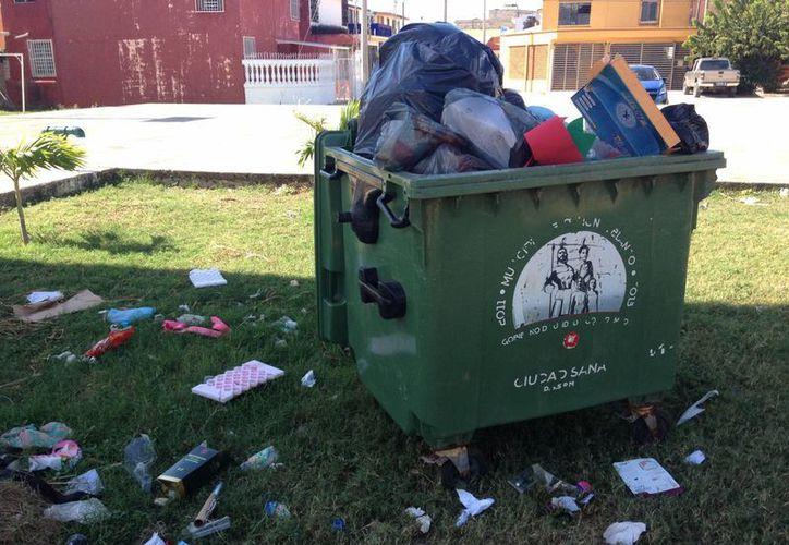 El Ayuntamiento recogió cinco toneladas a las adicionales que recoge todos los días en el Bulevar Bahía el 1 de enero. (Harold Alcocer/SIPSE)