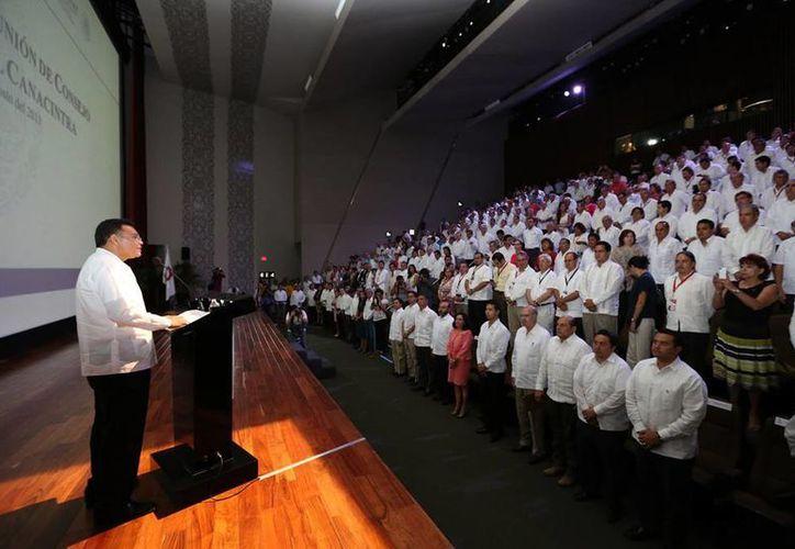 El Gobernador destacó las ventajas que Yucatán tiene para la inversión privada. (Cortesía)